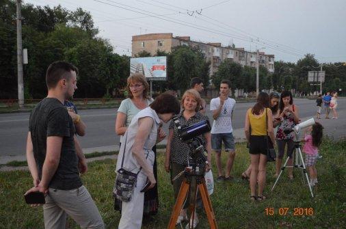 С тротуара наблюдаем за звездами!
