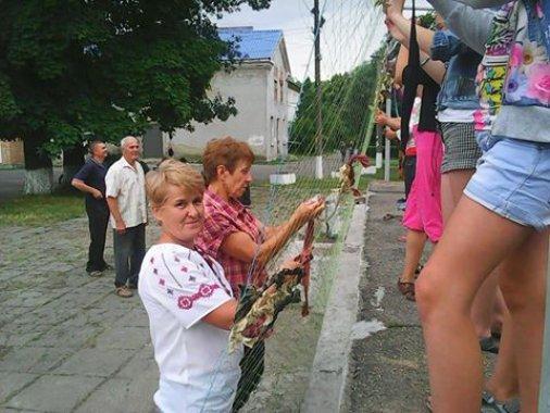 """Активістки """"Яворини"""" запрошують плести сітки"""