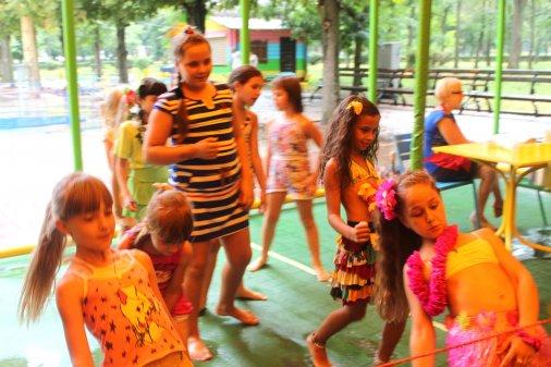Юні гості Дендропарку побували на Гавайській вечірці