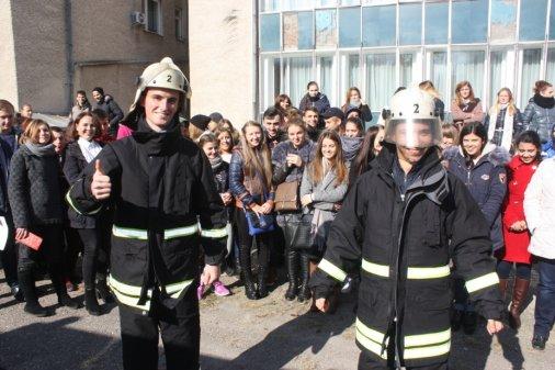 Кропивницький: у музичному училищі пройшов День цивільного захисту