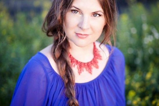 Cпівачка, автор та виконавець власних пісень - Світлана Островська
