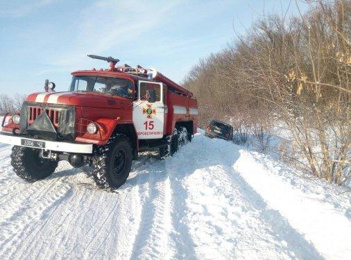 Рятувальники продовжують надавати допомогу водіям