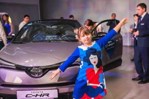 Toyota C-HR: Інновації, вражаючий дизайн, професійна акустика