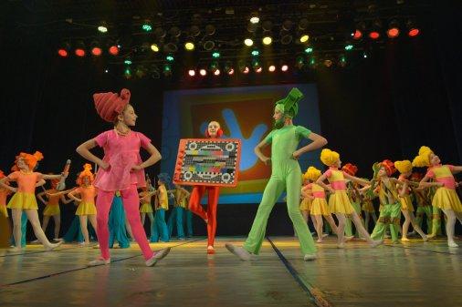 Чарівно й емоційно: Ансамбль «Росинка» відсвяткував 35-річчя казкою!