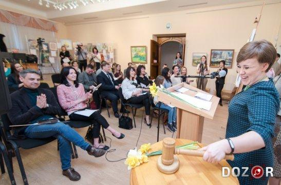 Вікторія Талашкевич веде аукціон