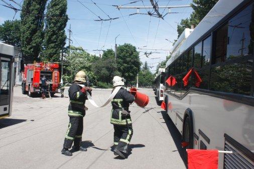 Тактичні навчання на ... тролейбусах