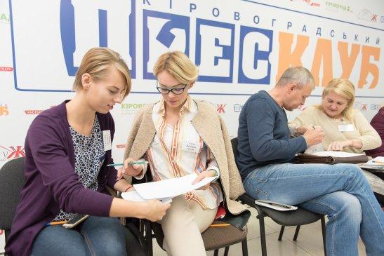 Працюють на тренінзі Світлана Дубина та Анна Нагорна