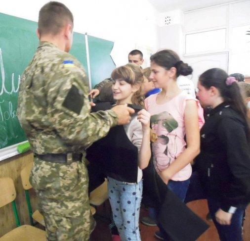 Петрівські школярі «приміряли» військову професію