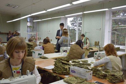Колишні безробітні одягають українських військових