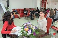 Юлия Круголь (справа) сдает экзамен Надежде Карелиной