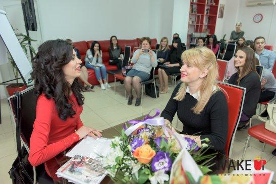 Ярослава Бобракова (справа) сдает экзамен Надежде Карелиной