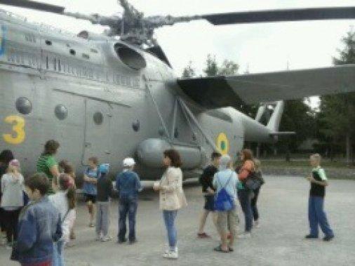 Відчути себе вертолітником: олександрійські школярі відвідали військову частину