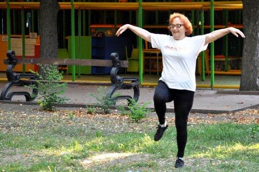 Доки серце б'ється: 75-літня жінка проводить безкоштовні заняття з фітнесу у Кропивницькому