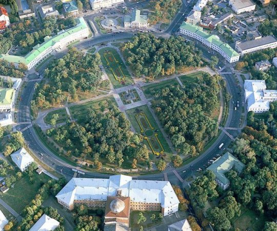 Кругла Площа - фото з сайту - ua-igotoworld.com)