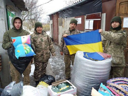 Волонтери відвезли продукти на передову