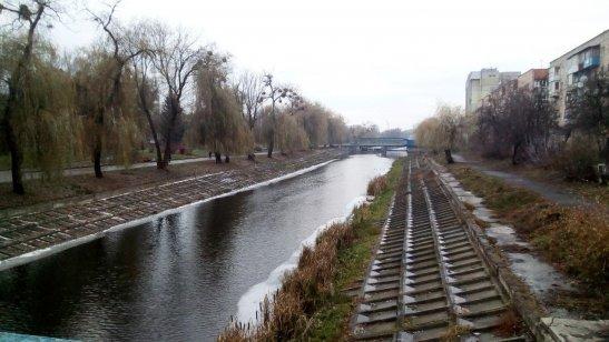 набережна річки Устя