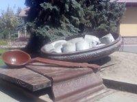 Соборний майдан у Полтаві - Пам'ятник полтавській галушці