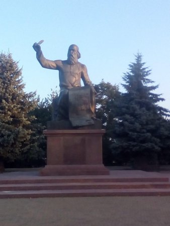 місто Прилуки. Пам'ятки Валу - пам'ятник Володимиру Мономаху