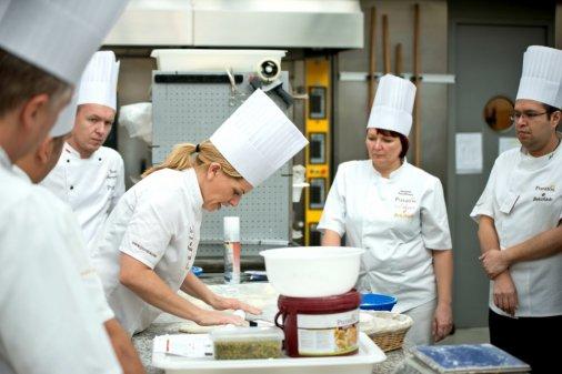 Роботодавці Кіровоградщини потребують 30 кухарів