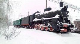 Паровоз та  вагон-музей на станції Помічна