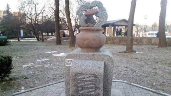 пам'ятник деруну у місті Коростень