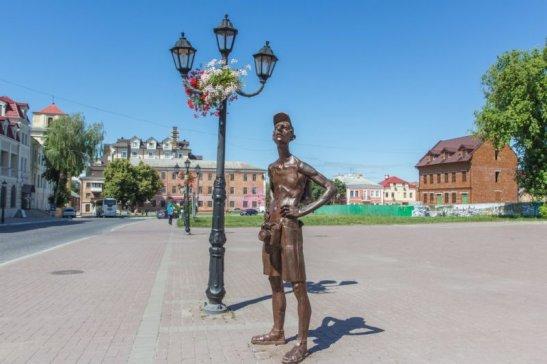 5 місце — пам'ятник туристу у Кам'янці-Подільському