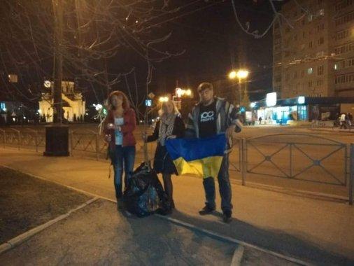 Волонтери із Торецьку привезли дерева миру у Кропивницький
