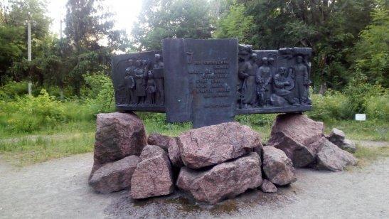 меморіальна композиція на честь Шевченківських творів