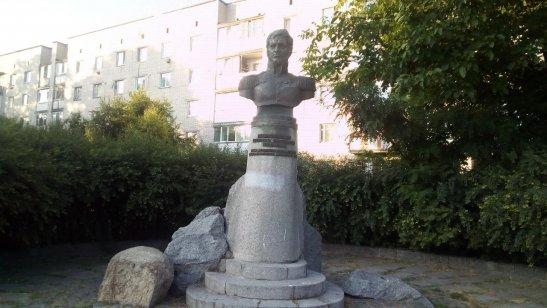 пам'ятник Дмитру Неверовському