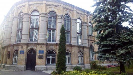 будівля колишньої чоловічої гімназії