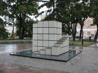 Пам'ятник цукру-рафінаду у місті Суми- фото з сайту ua.igotoworld