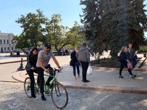 Велосипедисти Кропивницького збирають кошти, щоб купити тандем і катати слабозорих людей