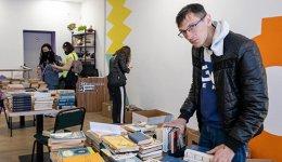 Кропивничанин Андрій вибирає книжки