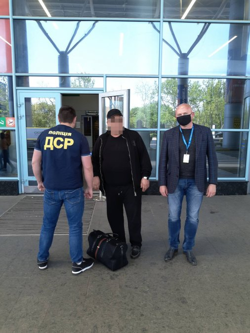 З Кіровоградщини примусово повернуто іноземця, який потрапив під санкції рішення РНБО України