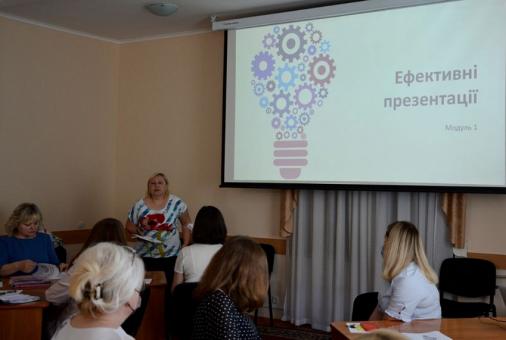 Посадовці Кропивницької міської ради вчаться створювати ефективні презентації - під керівництвом Ольги Гріднєвої