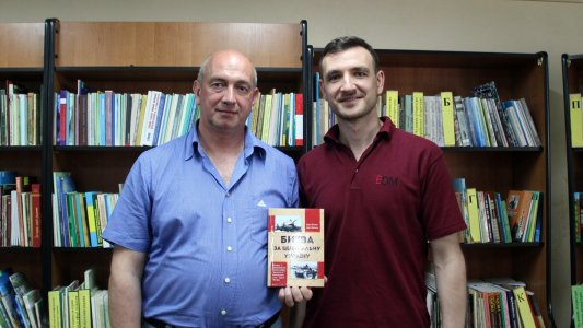 У Кропивницькому презентували книгу-дослідження про визволення Кіровоградщини