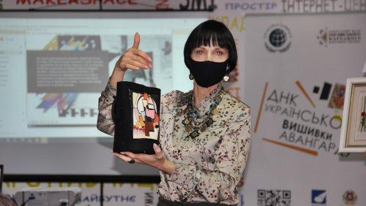У Кропивницькому представили ДНК української авангардної вишивки