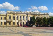 Вид на здание Национального Банка на пл. Кирова