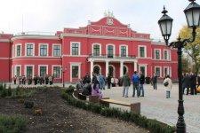 Площадь у театра