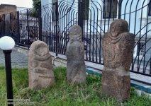 Скифские бабы - рядом с музеем в сквере