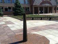 Сонячний годинник на площі