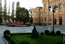 Площадь возле памятника Винниченко
